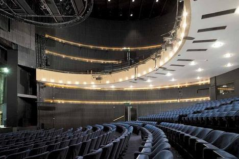 Nottingham Playhouse In The Round Features Building