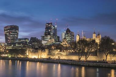 0. MAIN PIC 2. Tower of London BEST ONE MNTY1D