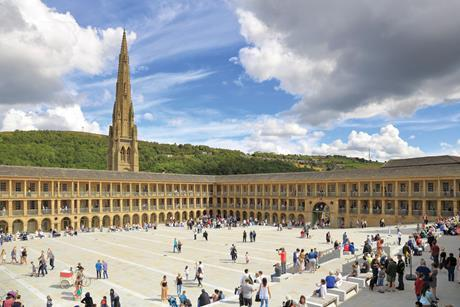 PIECE-HALL-SQUARE,-HALIFAX-Alamy-JTAHMJ