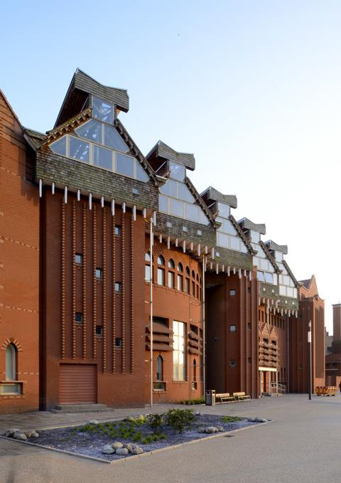 Queen's Building, de Montfort University, Leicester, by Short Ford