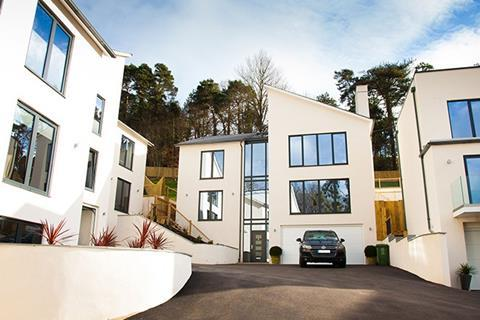 At Beaumont, a Country and Coast Homes development in Exeter, CX cavity lintels from Catnic supported the sharp, unusual shape of the buildings
